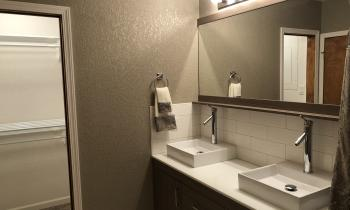 Roosevelt bathroom sinks and closet at Lakeview House